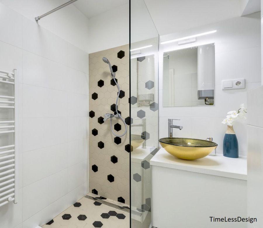 Zuhanyzós fürdőszoba arany színű mosdótál