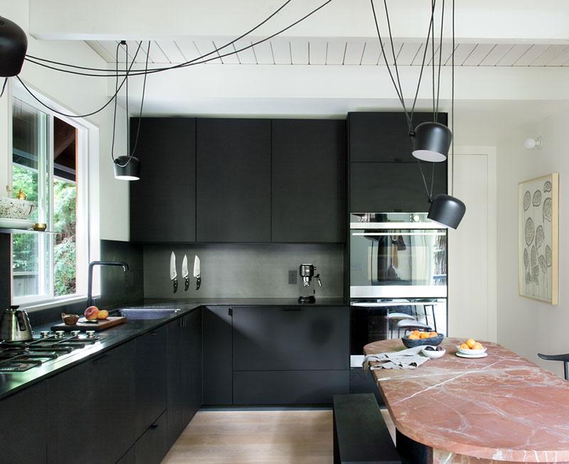 Matt fekete L-alakú konyhabútor