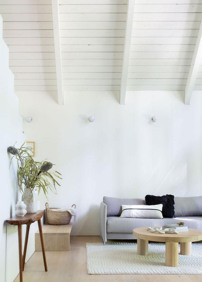 Minimál nappali lakberendezés nyaralóban