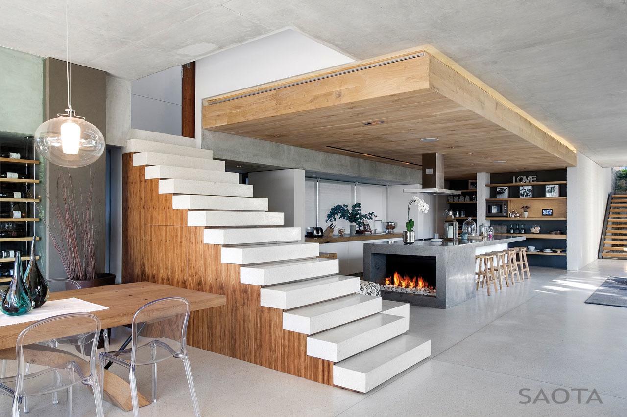 Szigetes konyhába épített kandalló