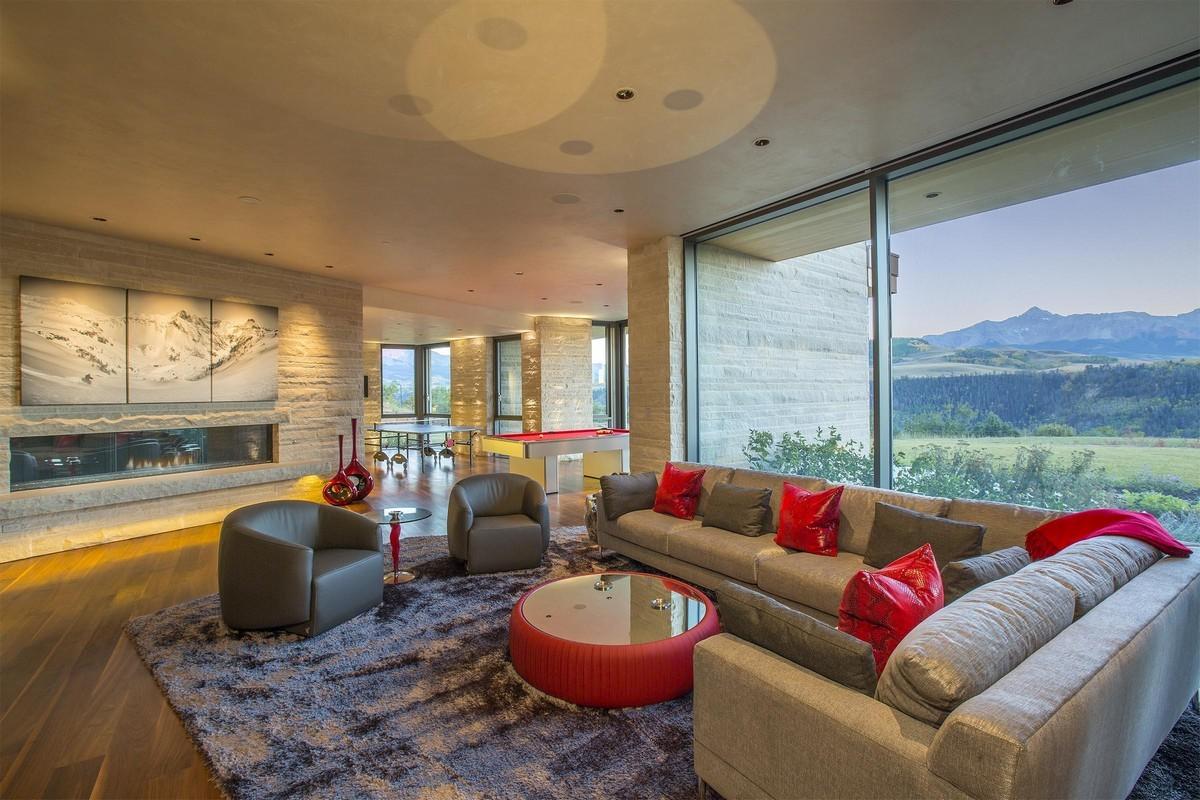 A Sziklás-hegységre néző nappali