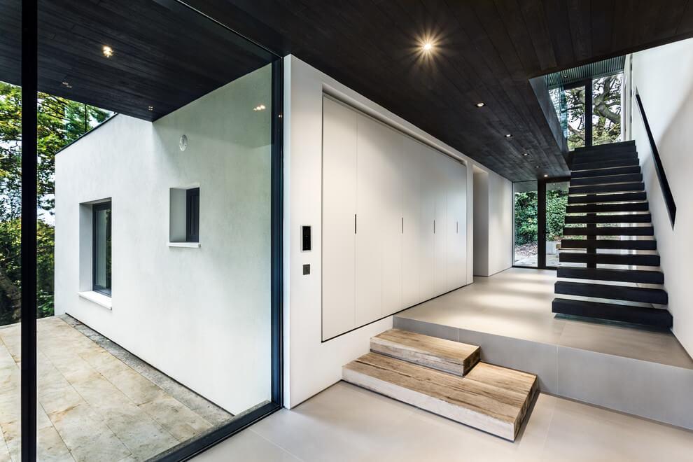 Modern ház előszoba bútora a földszinten