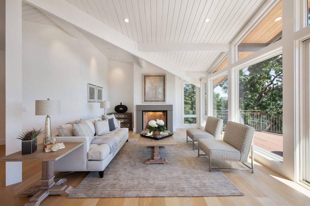 Kaliforniani ház panorámás nappalija