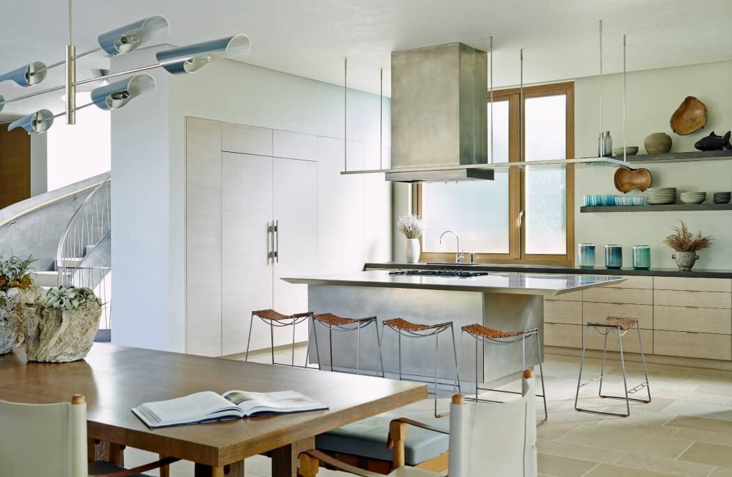 Elegáns konyha stílusos lámpákkal