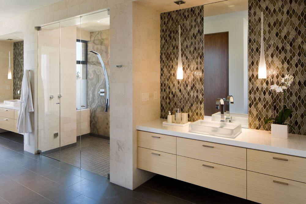 Gyönyörű fürdőszoba nagy zuhanyzóval