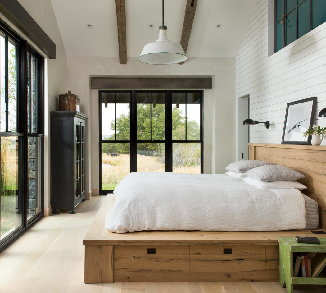 Tóra és mezőre néző hálószoba