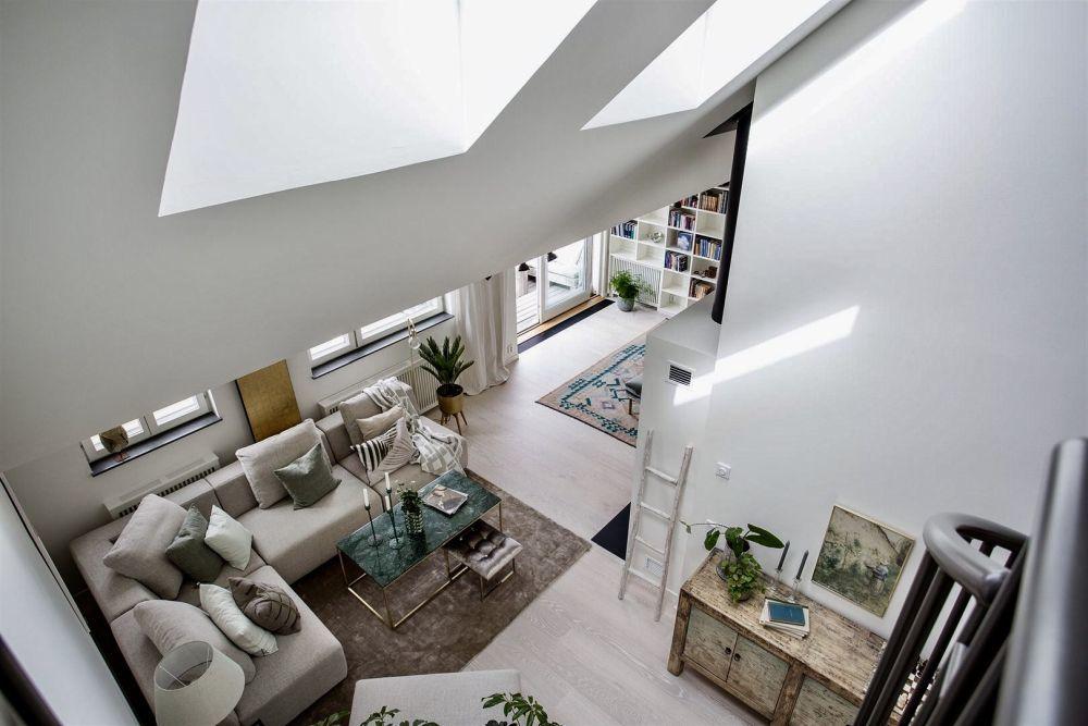 Tetőtéri, világos nappali