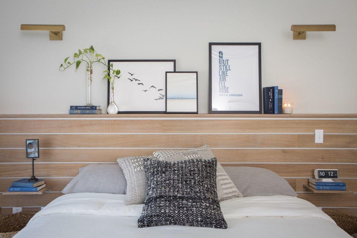 Az ágy olvasólámpái és polcai
