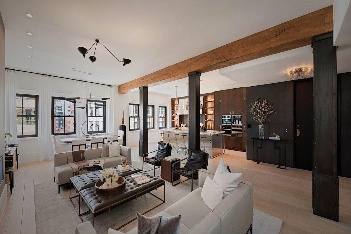 Loft hangulatú osztott terű nappali és konyha fém gerendákkal