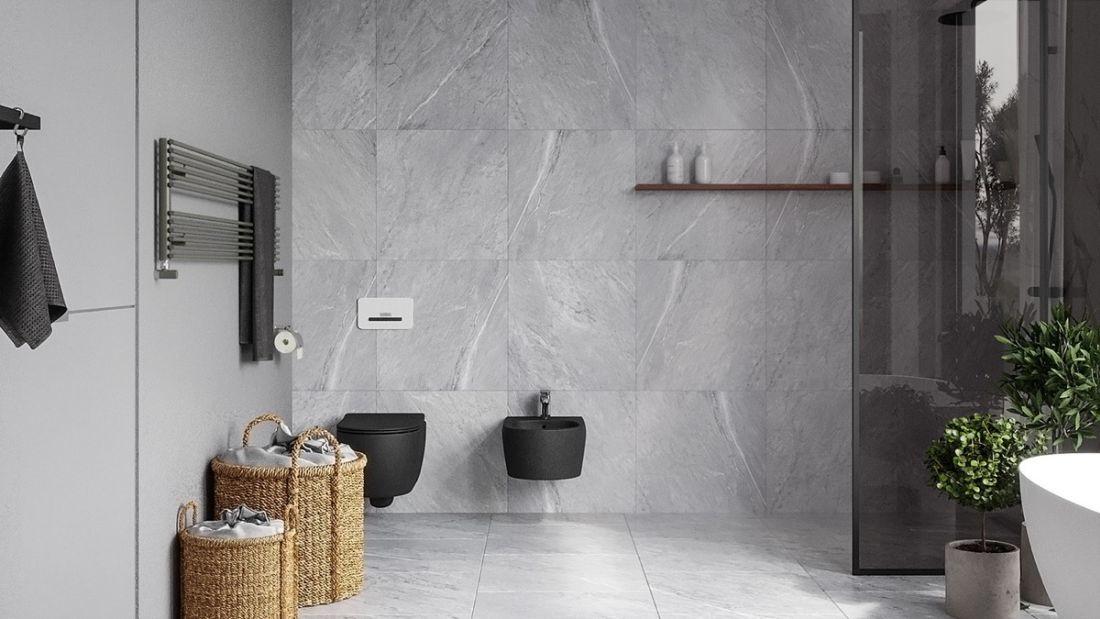 Modern mediterrán fürdőszoba szürke kőburkolattal és fonott szennyestartóval