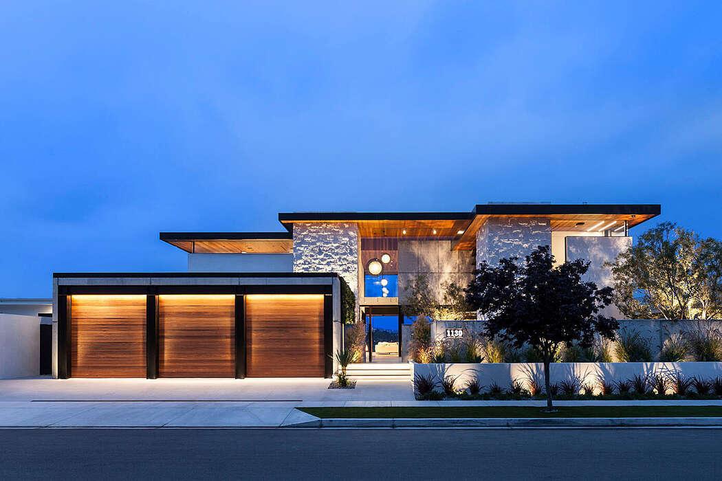 Modern kaliforniai ház három garázzsal