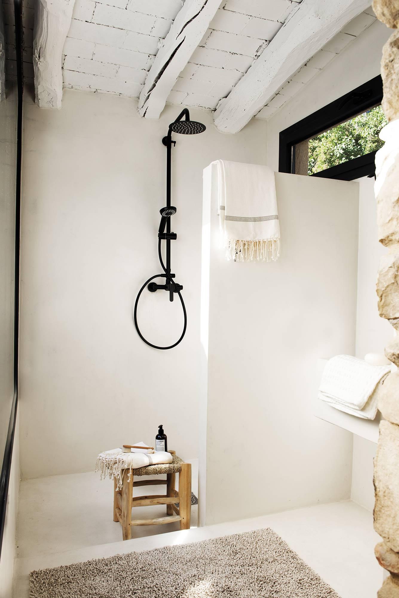 A legújabb trend a rusztikus fürdőszobában - Fekete zuhanycsaptelep