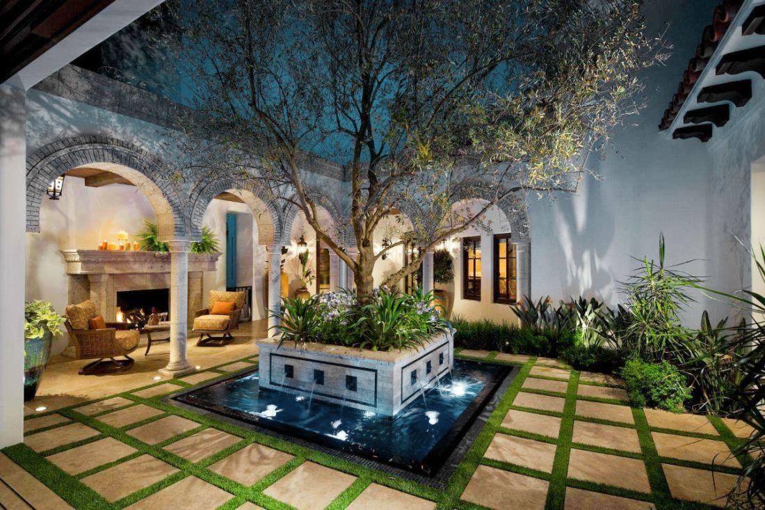 Vidéki ház belső kertje Spanyolországból