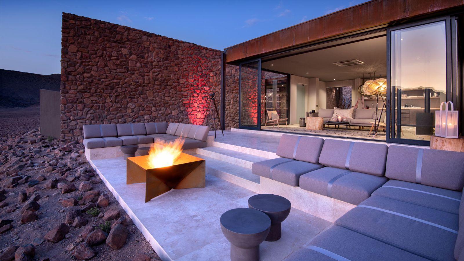Kényelmes terasz tűztállal