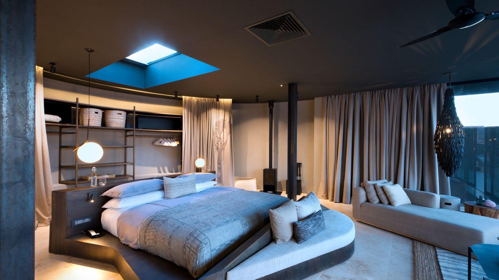 Vendégszoba középre rendezett ággyal