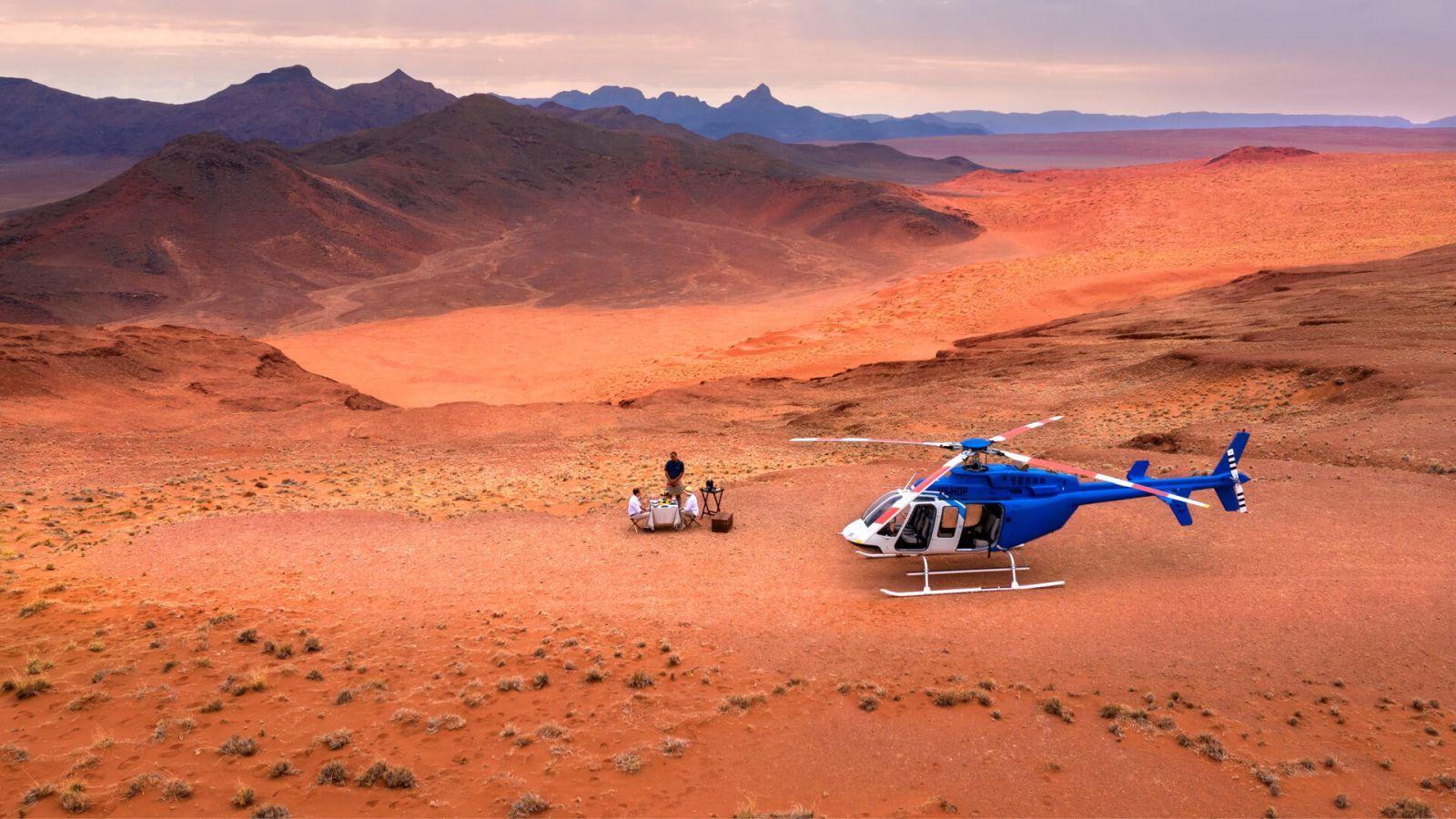 Ebéd a homokdűnéken, megközelítés helikopterrel