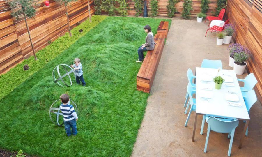 Zárt hátsó kert ami biztonságosabb a gyerekeknek