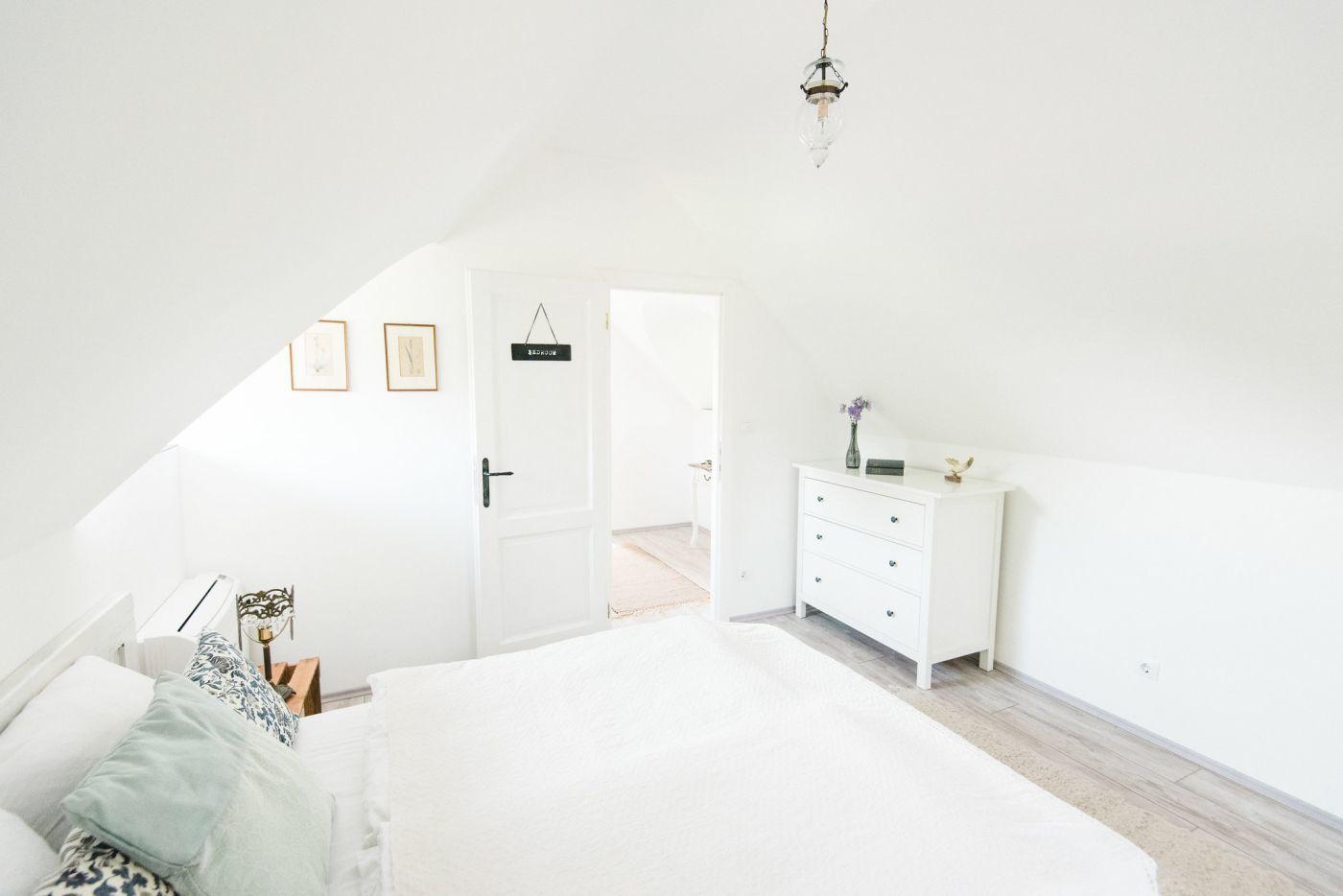 Világos, szellősen berendezett vendégszobák - Noemi's Cottage Balatongyörök