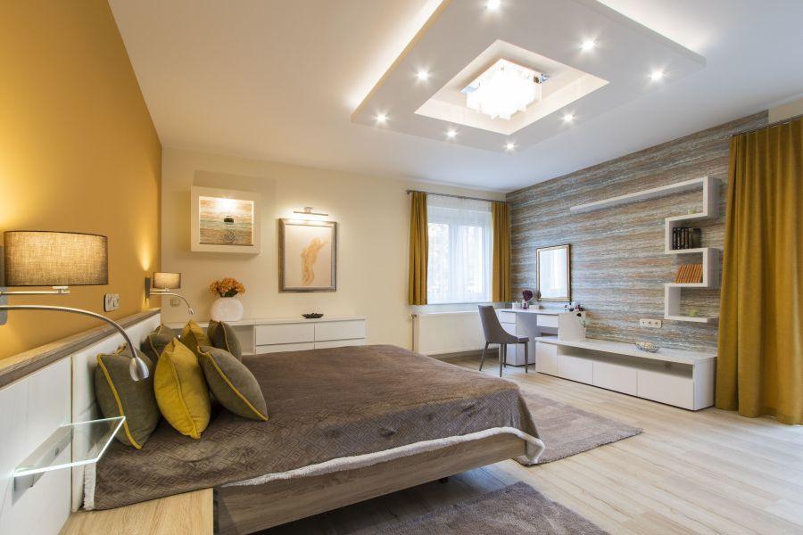 Dekoratív mennyezeti világítás a hálószobában