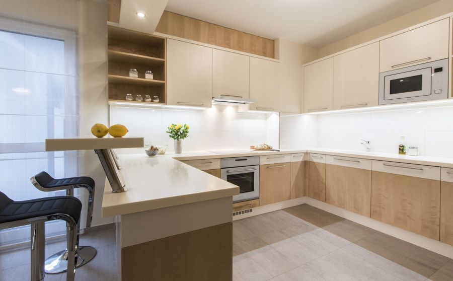 Natúr színű egyedi konyhabútor