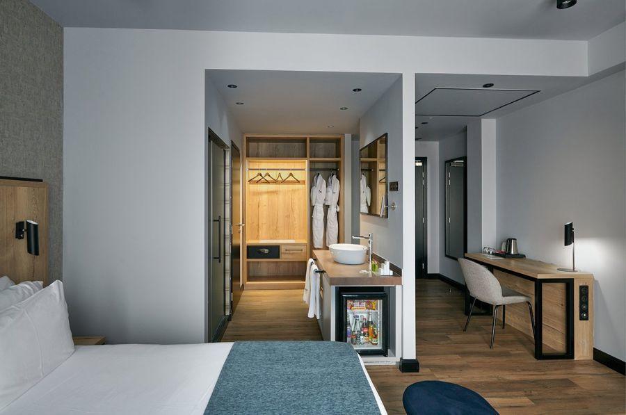 Barcelo Hotel Budapest szoba és fürdőszoba
