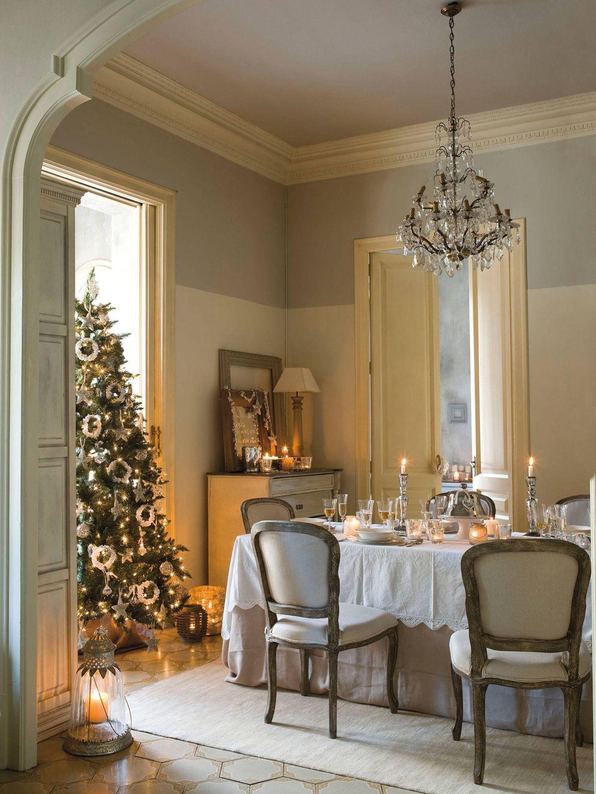 Az ezüst a bronz és a fehér a dekoráció meghatározó színei