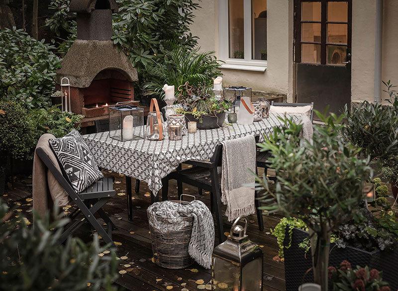 Kerti asztal vendégfogadásra készen