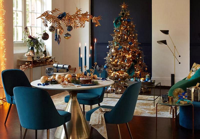 Arany és kék karácsonyi dekoráció