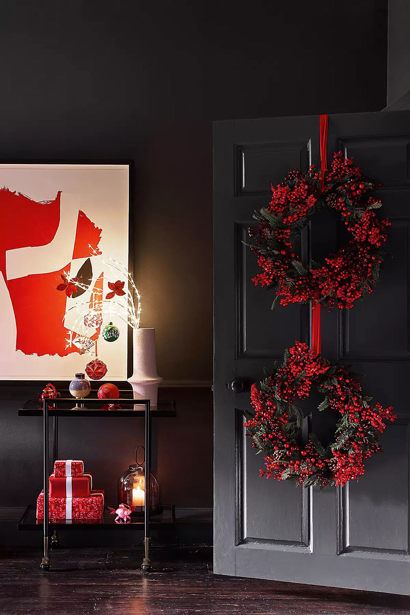 Karácsonyi hangulatú ajtódísz beltéri ajtón