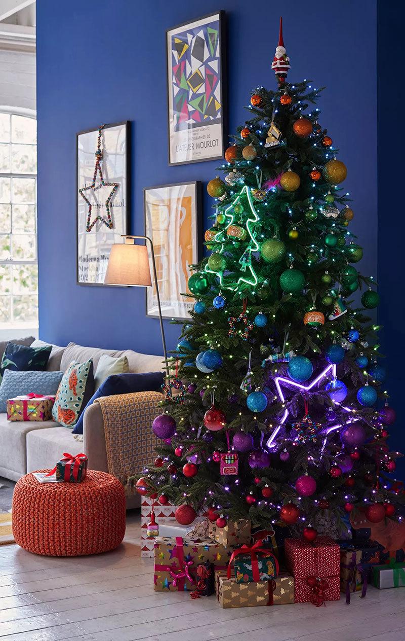 Neon fénycsövek karácsonyfán