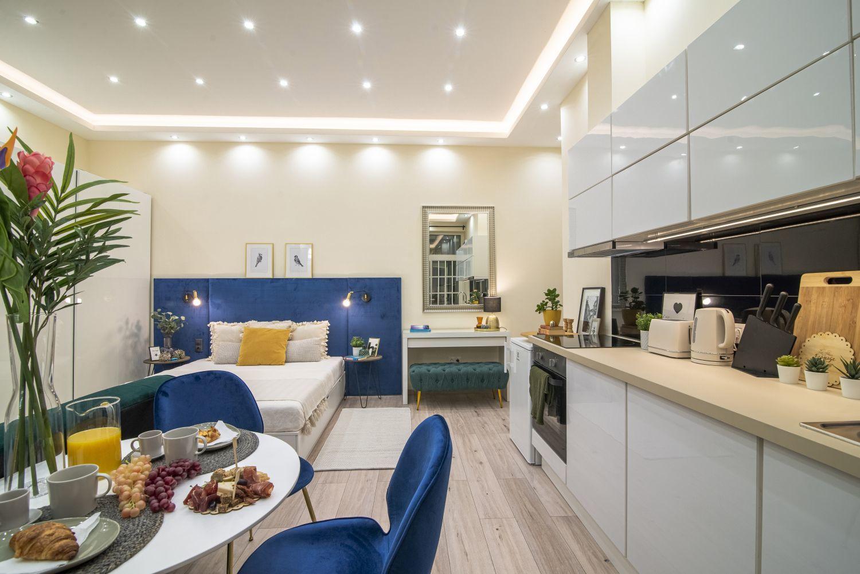 Magasfényű fehér konyhabútor egyedi tervek alapján
