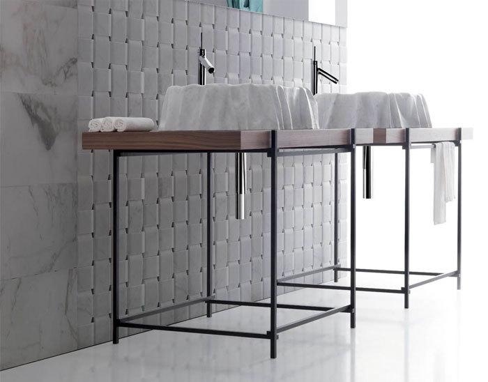Enzo Berti márvány mosdó pultra helyezve