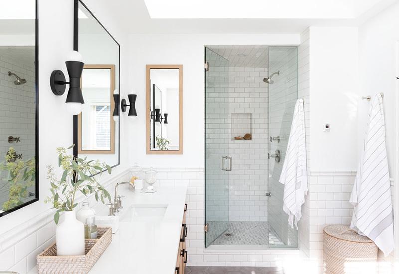 Zuhanyfülke üvegajtókkal