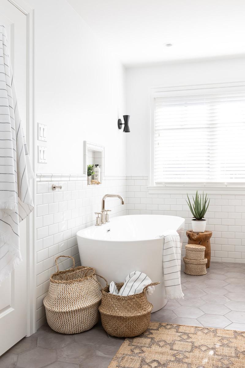 Térben álló fürdőkád