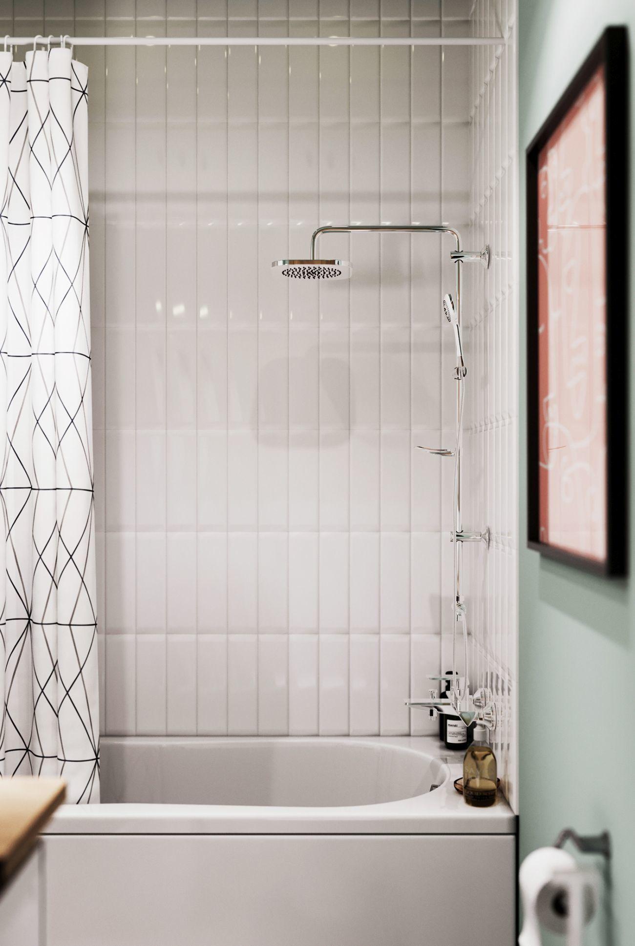 Kádparaván helyett egy mintás zuhanyfüggöny fogja fel a vízcseppeket