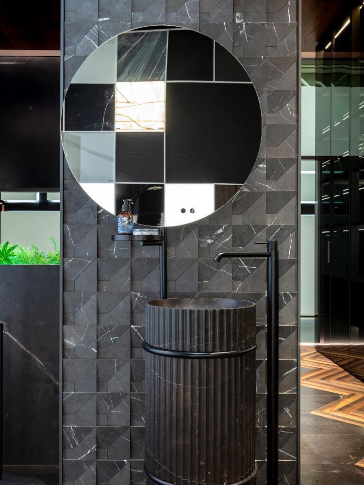 Modern mozaik burkolat mosdó mögé