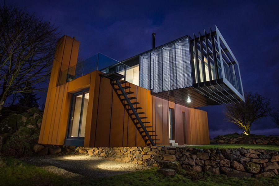 Modern családi ház corten acél dekorációval: Patrick Bradley Architects