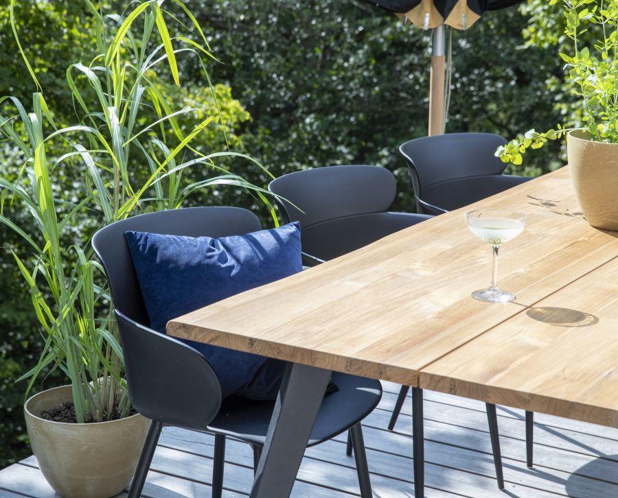 Műanyag kerti szék fa asztalhoz