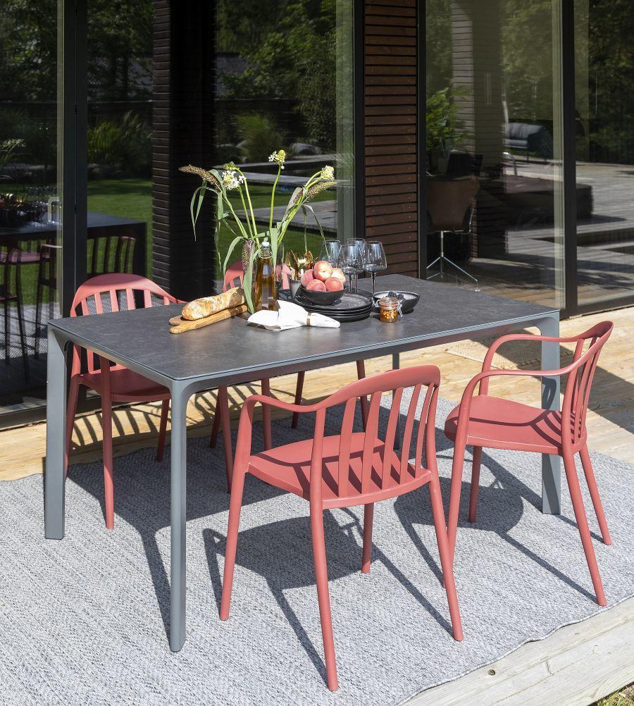 Vörös kerti székek könnyen pakolható