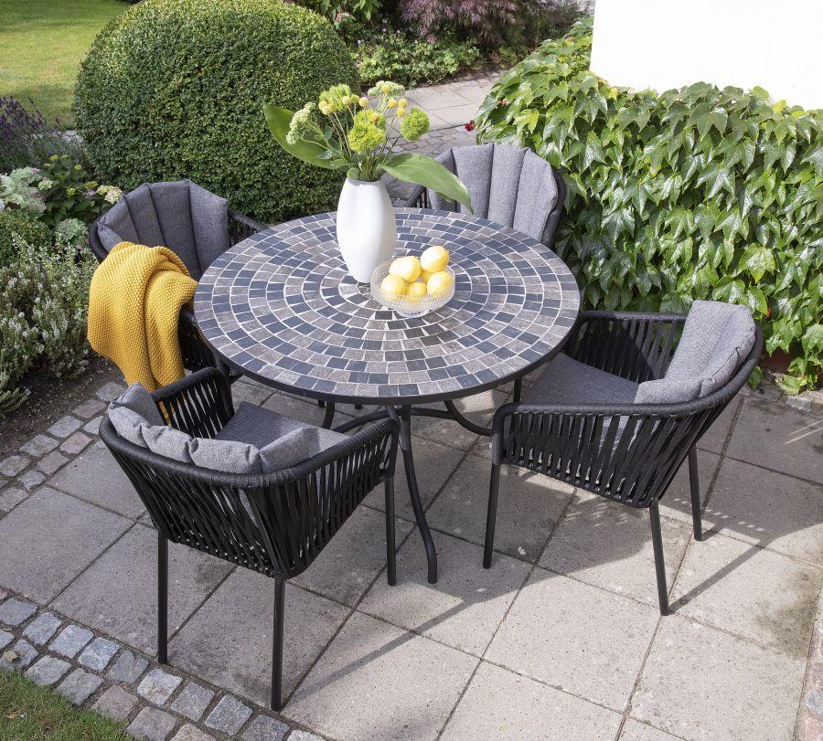 Négyszemélyes asztal mozaik díszítéssel