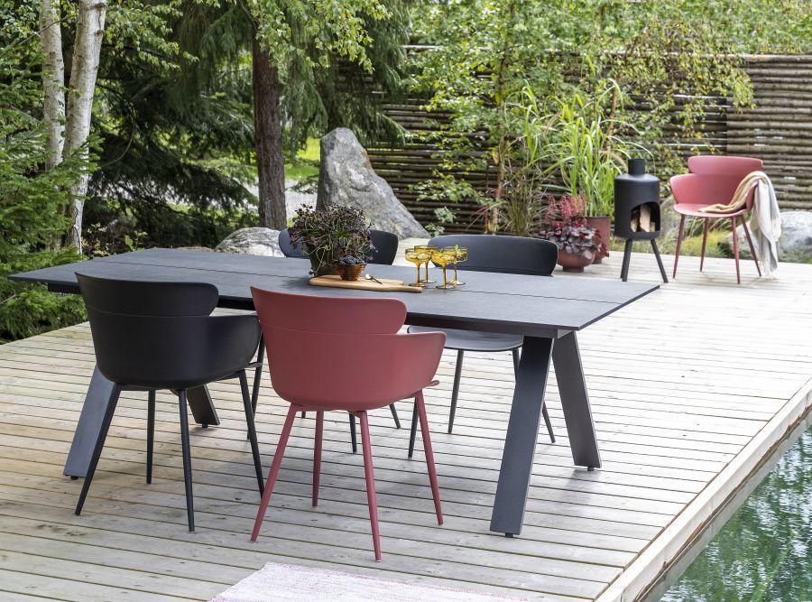 Modern asztal vörös és szürke színekben