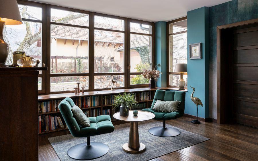 A párkány alatti könyvespolc otthonossá teszi az olvasósarkot