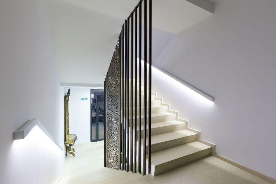 Rejtett led lépcső mellé