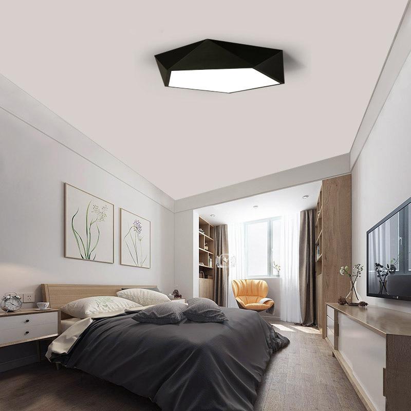 Fekete keretes lámpa hálószobába