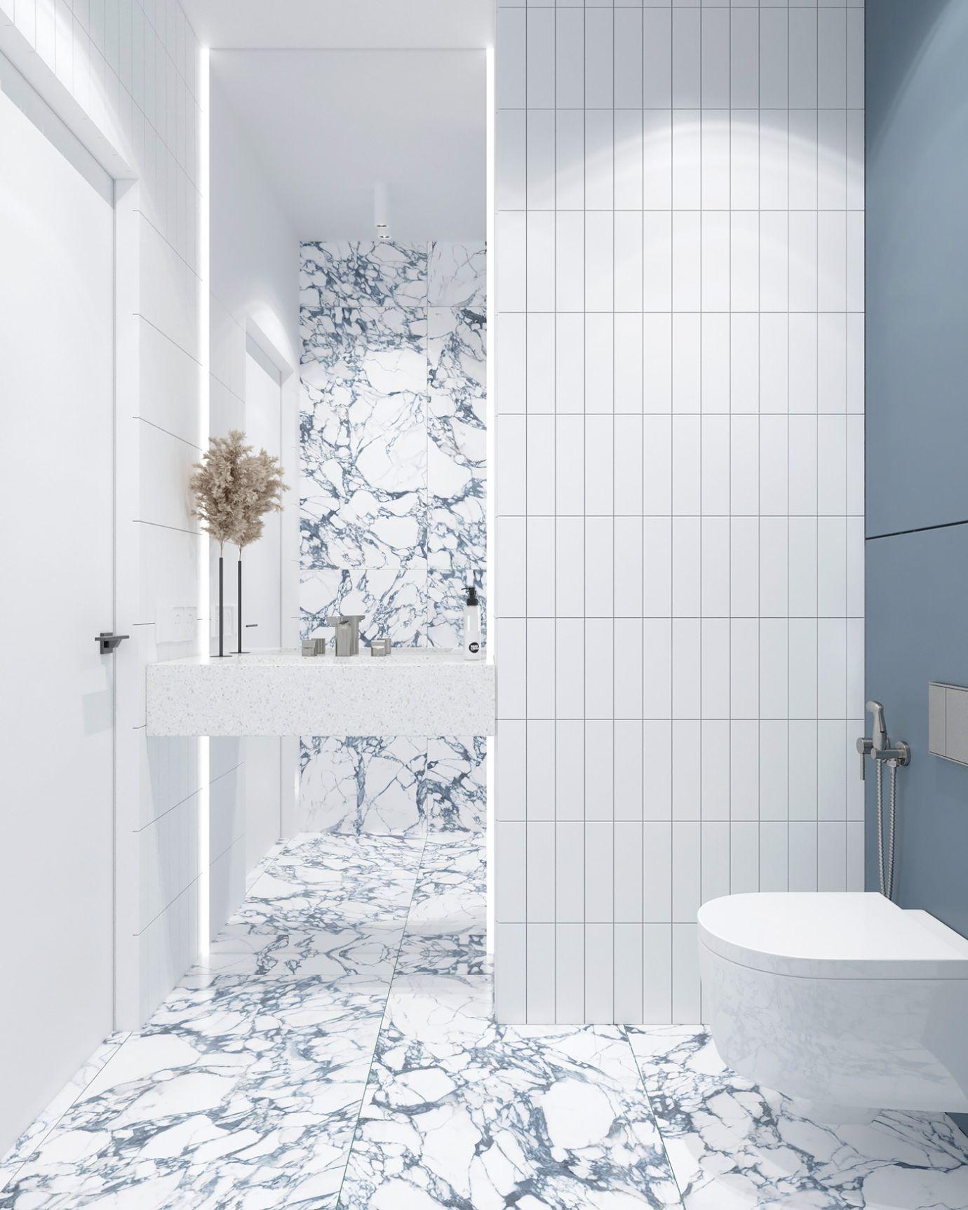 Fehér és kék márvány burkolat kombináció nagy tükörrel