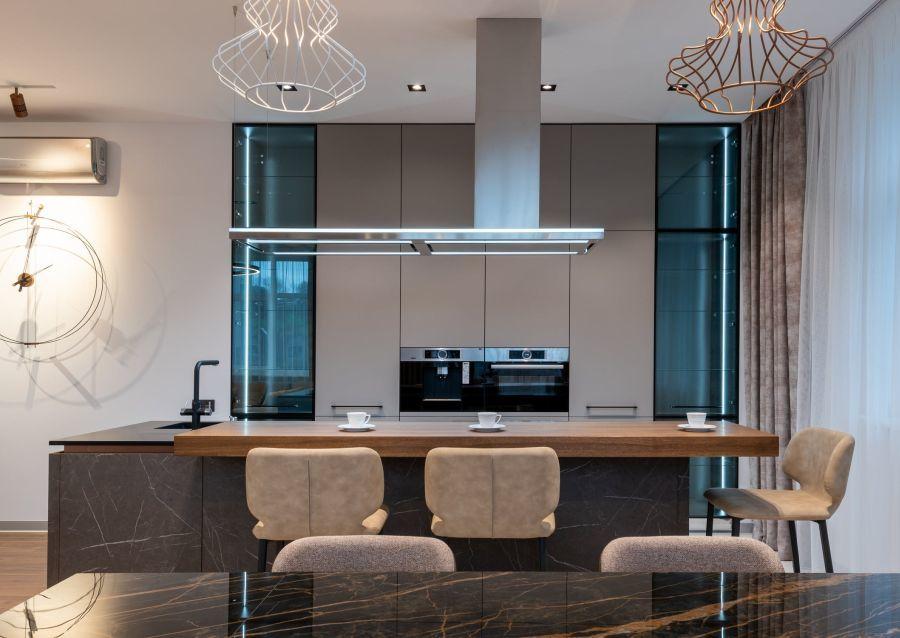 Beépített sütő modern konyhában