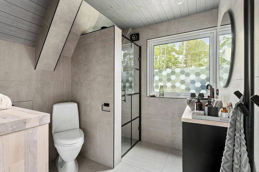 Kis zuhanyzós fürdőszoba