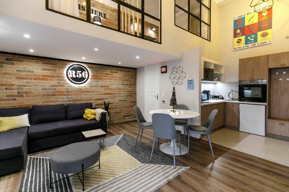 Airbnb lakás különleges galériával