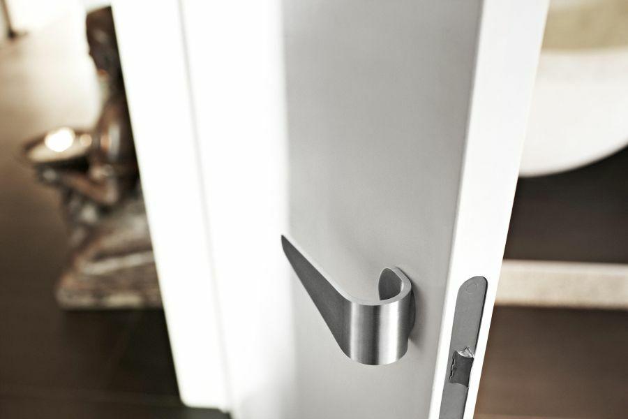 Formani hajlított fém ajtókilincs