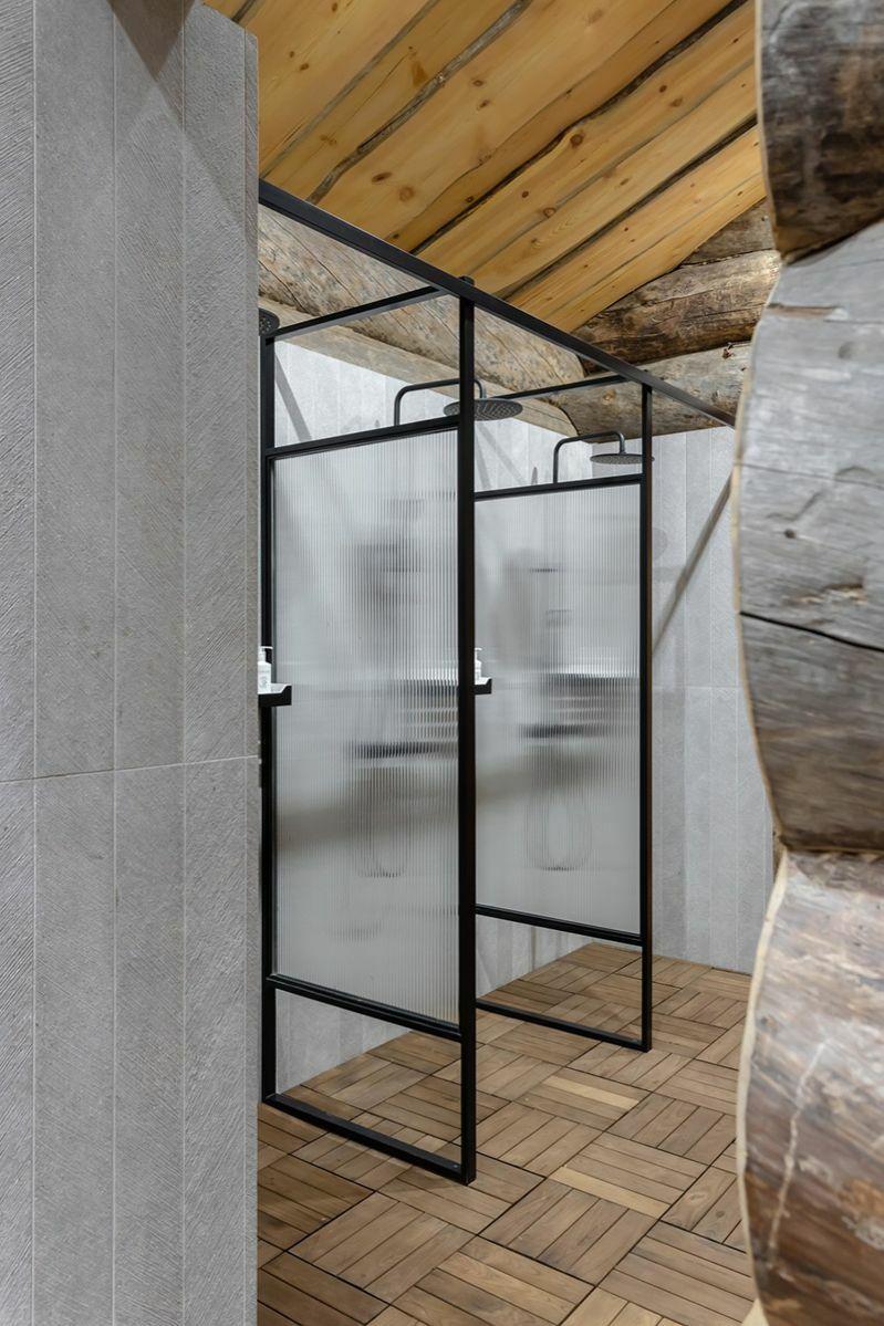 Háromszemélyes zuhanyzó